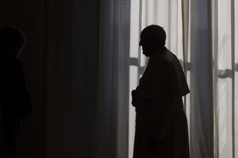 L'intervista a Francesco Bergoglio, un papa messo al confino per la pandemia