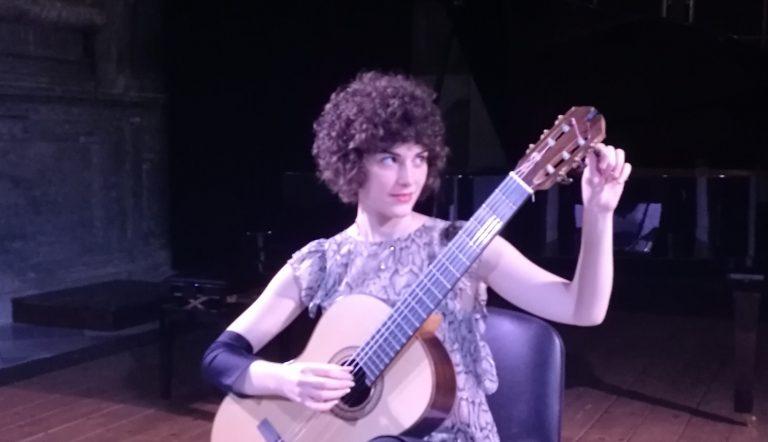 Se la chitarra suona da sola: la bravura di Cristina Galietto