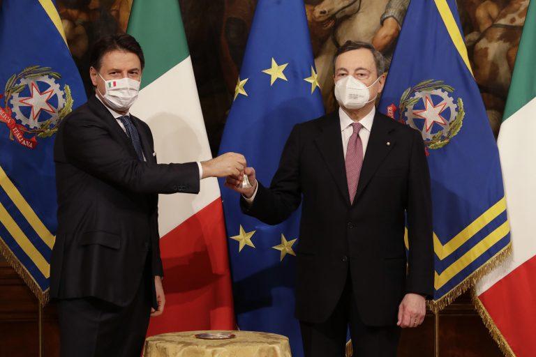 Fuor di stupide fazioni. Mario Draghi è un gigante tra molti politici che rimangono nani