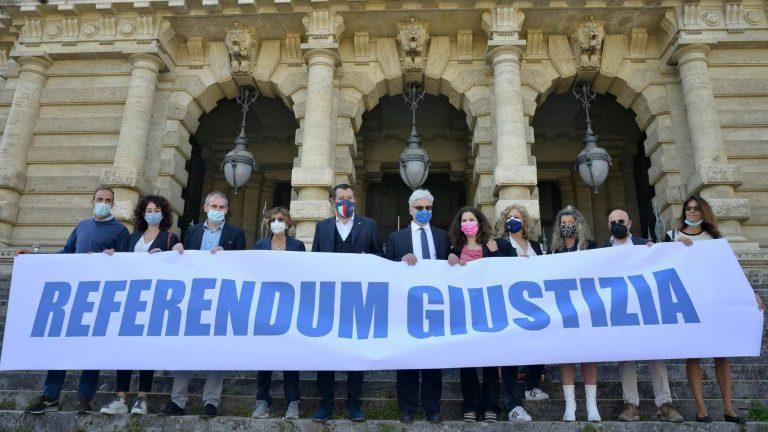 Buzzi, Carminati e tanti altri pregiudicati a firmare i referendum sulla giustizia